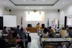 Pemaparan materi dari Dinkes Kulon Progo terkait penyakit di Kulon Progo