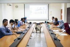 Mahasiswa S2 Ilmu Kedokteran Tropis FKKMK UGM melakukan kunjungan di RSPI Sulianti Saroso